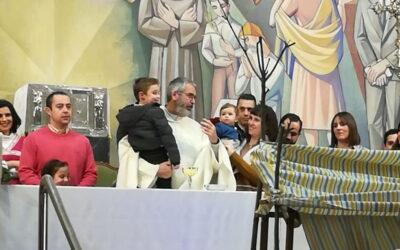 Las familias de Cristo Rey celebran su fiesta en una iglesia repleta de fieles