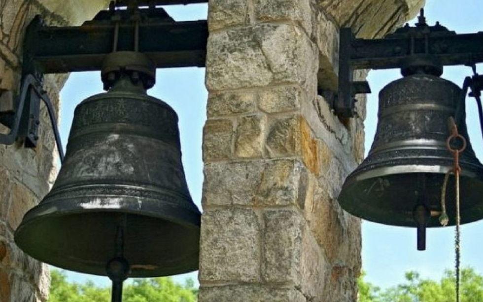 Uniéndose a la petición de la Comisión Permanente de la Conferencia Episcopal Española, nuestro Obispo pide que cada día a las 12.00 toquen las campanas de las iglesias para invitar a orar