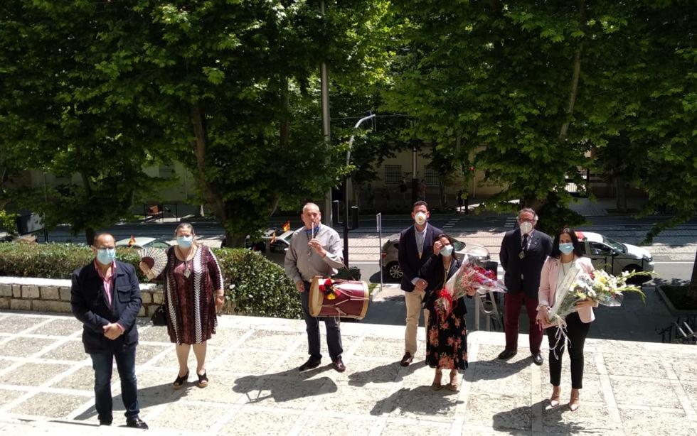 La Hermandad del Rocío de Jaén se pasó por la parroquia de Cristo Rey