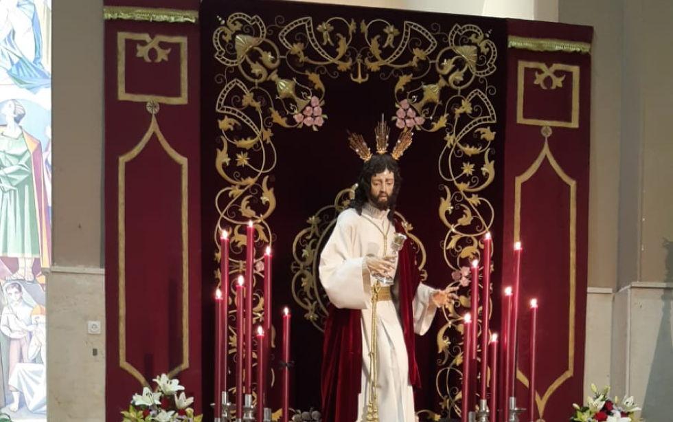 La Hermandad del Perdón hace entrega de un donativo a Manos Unidas en el segundo día del triduo del Cristo del Amor