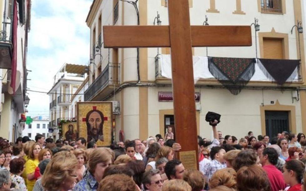 Los chicos que se confirman en octubre y otros que ya están confirmados visitan hoy la cruz y el icono de la JMJ en el Seminario